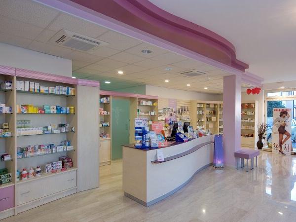 Arredamento per farmacie parafarmacie ambulatori medici for Negozi arredamento rimini