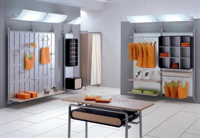 Arredamento negozio abbigliamento bimbi usato immagini for Arredo negozi rimini