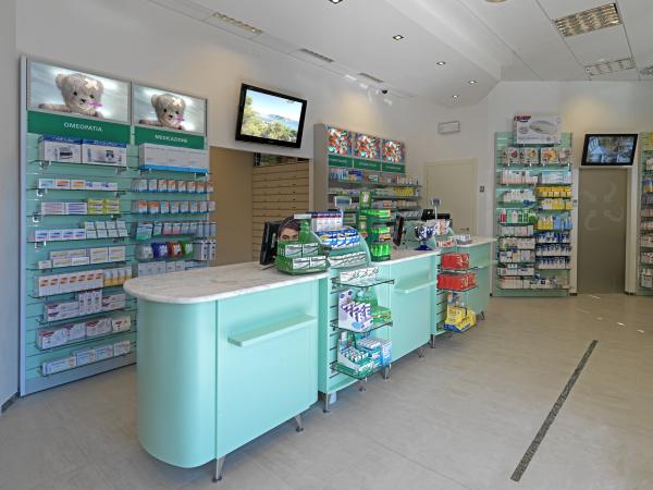 Arredamento per farmacie parafarmacie ambulatori medici for Arredo farmacia usato